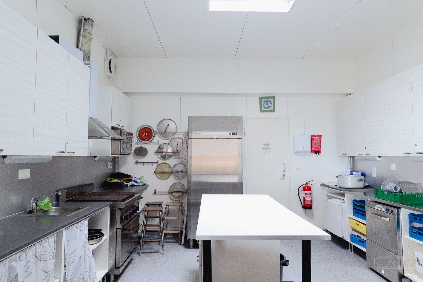 Juhlatila on varustettu upealla keittiöllä